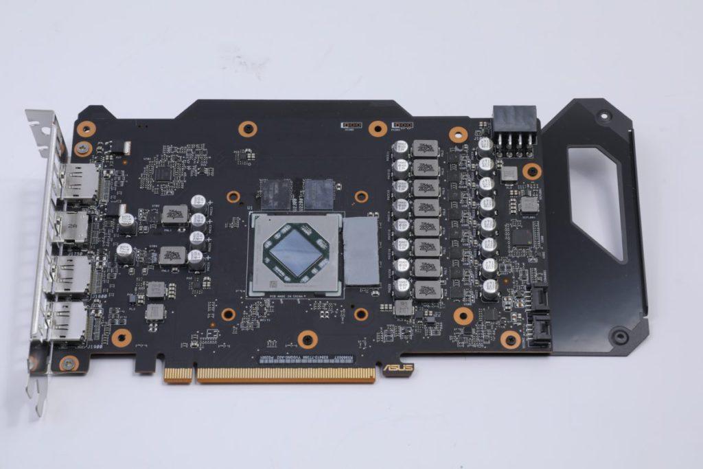 ASUS 自家的 PCB 設計,採用 8+2 相強化供電。