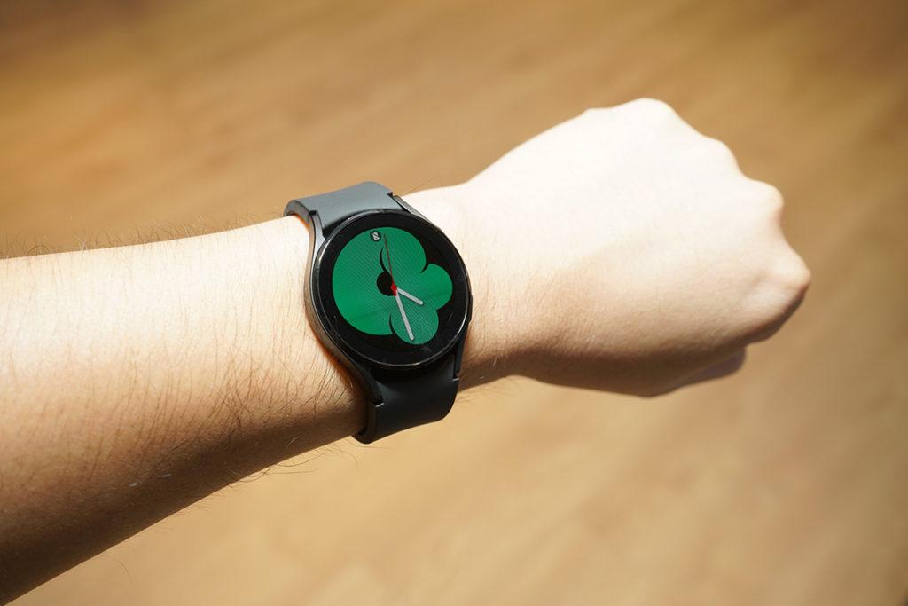 40mm Samsung Galaxy Watch4 戴上手之效果。