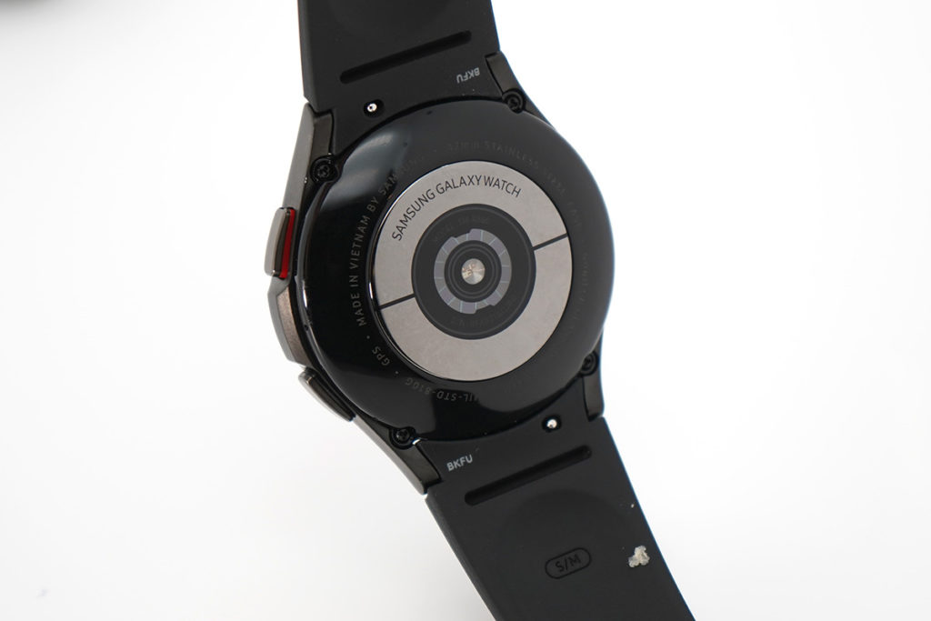 錶底的BioActive感應器提供光學心率、電子心率及生物電阻抗分析數據測量功能。