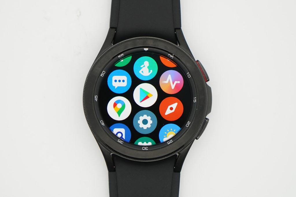 轉用 Google WearOS 及 OneUI,操作觀感有大改,流暢度有提升,當然最大賣點是可在手錶中使用Play Store、Google Map 等程式及自家的程式如 Samsung Health等。