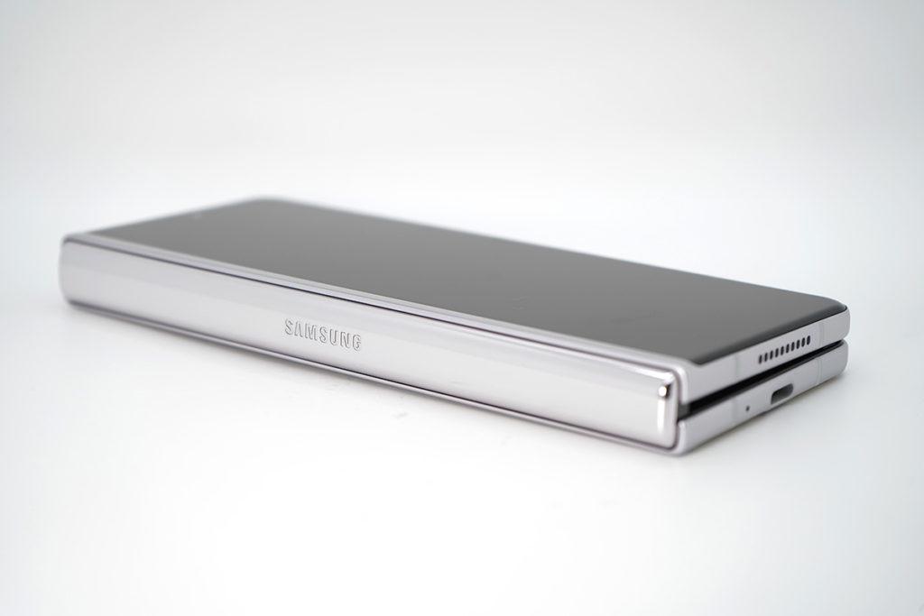 縺鉸位同 Galaxy Z Fold2 一樣,但接疊位置比上代窄。
