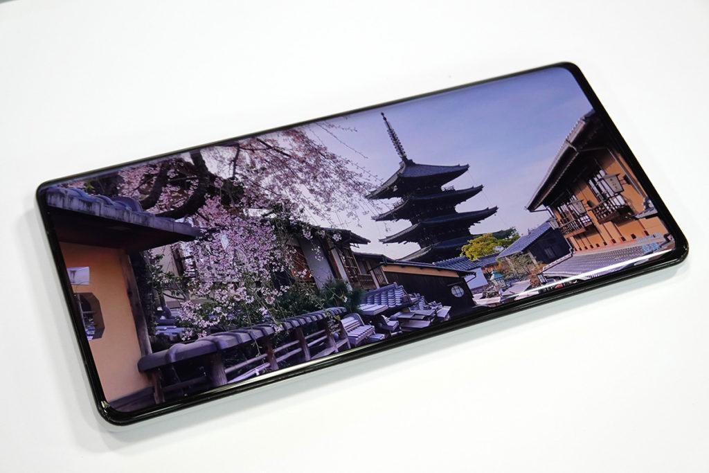 6.67 吋 AMOLED 屏幕畫質維持一貫不俗的品質。