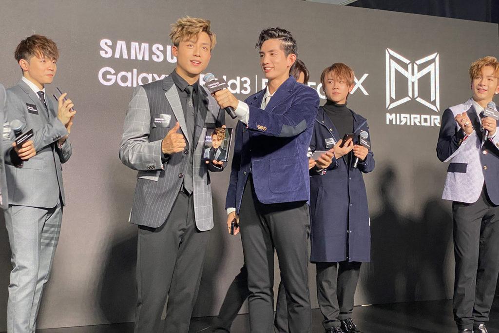 Galaxy Z Fold 3 大芒自拍好方便,Anson Kong 都讚好。