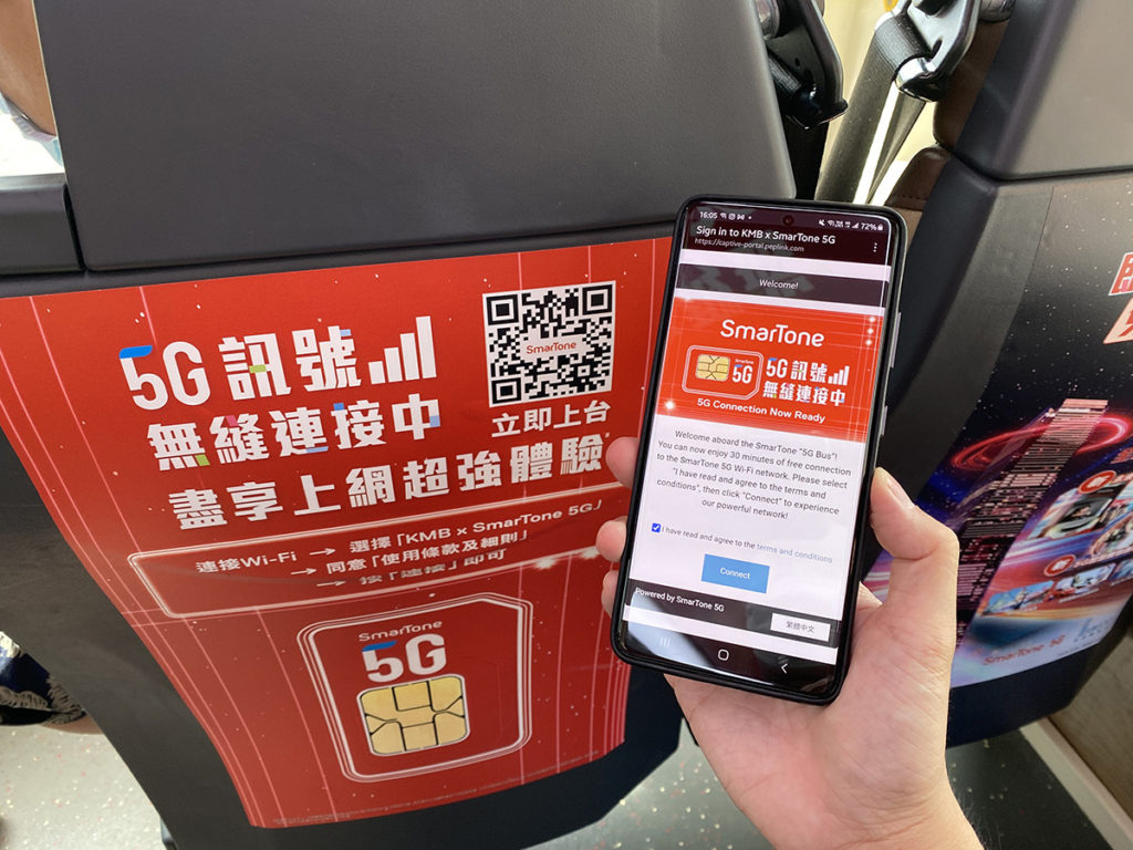 上車後於智能裝置中搜尋及連線至「KMB x SmarTone 5G」,閱讀及同意使用條款後,即可免費使用5G Wi-Fi服務,每節使用30分鐘,每日無限節數。