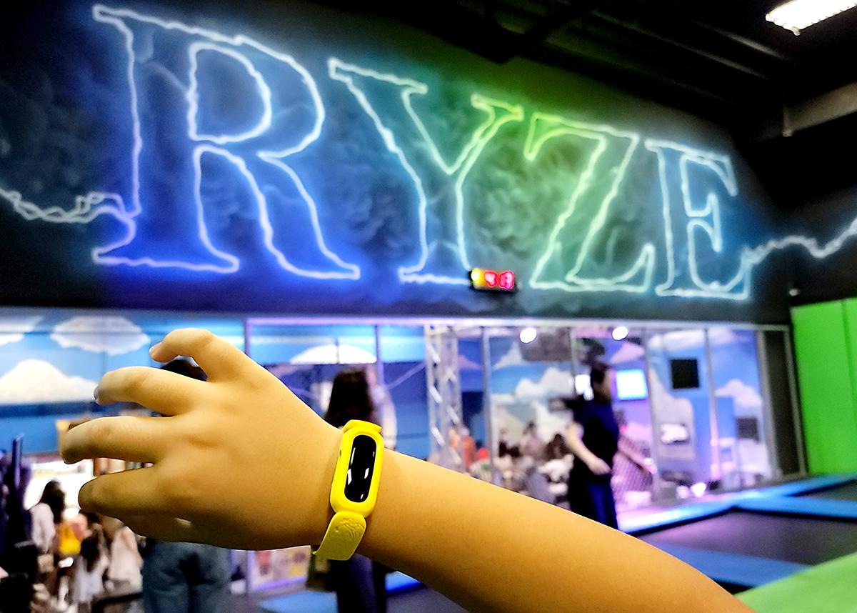 Fitbit 跟室內彈床樂園 Ryze HK 合辦了一個「Fit 到彈起挑戰」,有機會贏到 Ace 3 一隻。