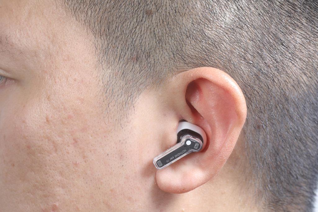 外觀上同Apple AirPods Pro 相近,豆形再加上短身的耳機柄,每邊僅重4.7g。