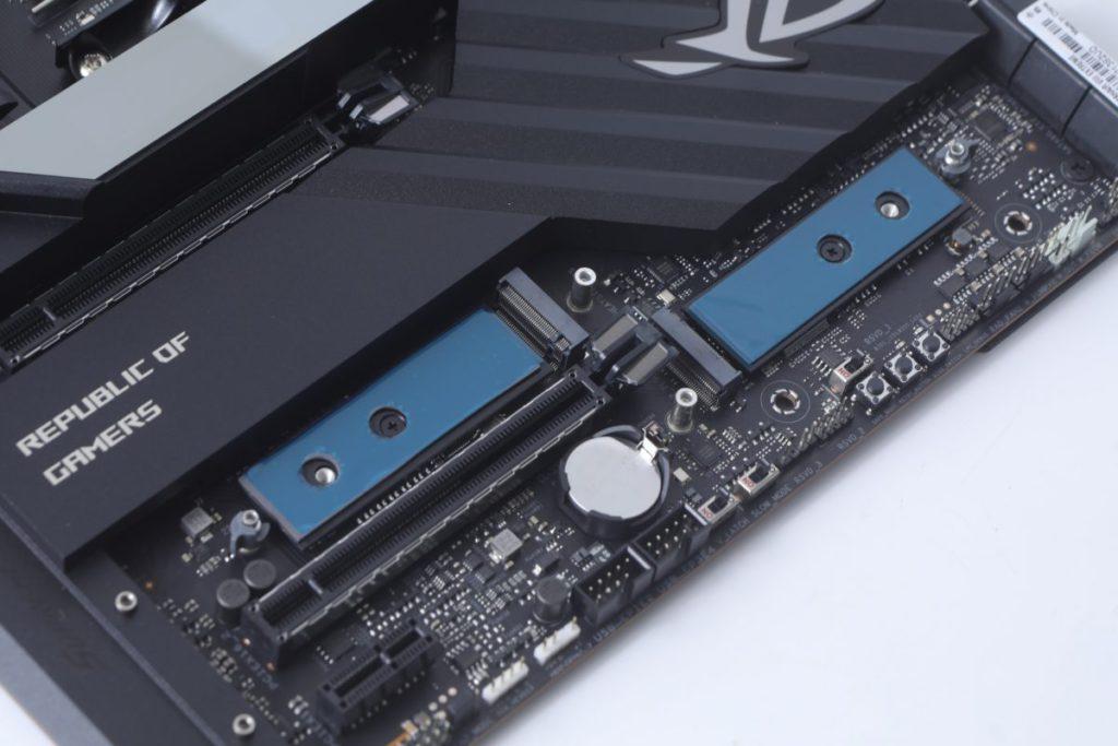 板上的M.2 Socket均加入導熱貼以提升散熱性能。