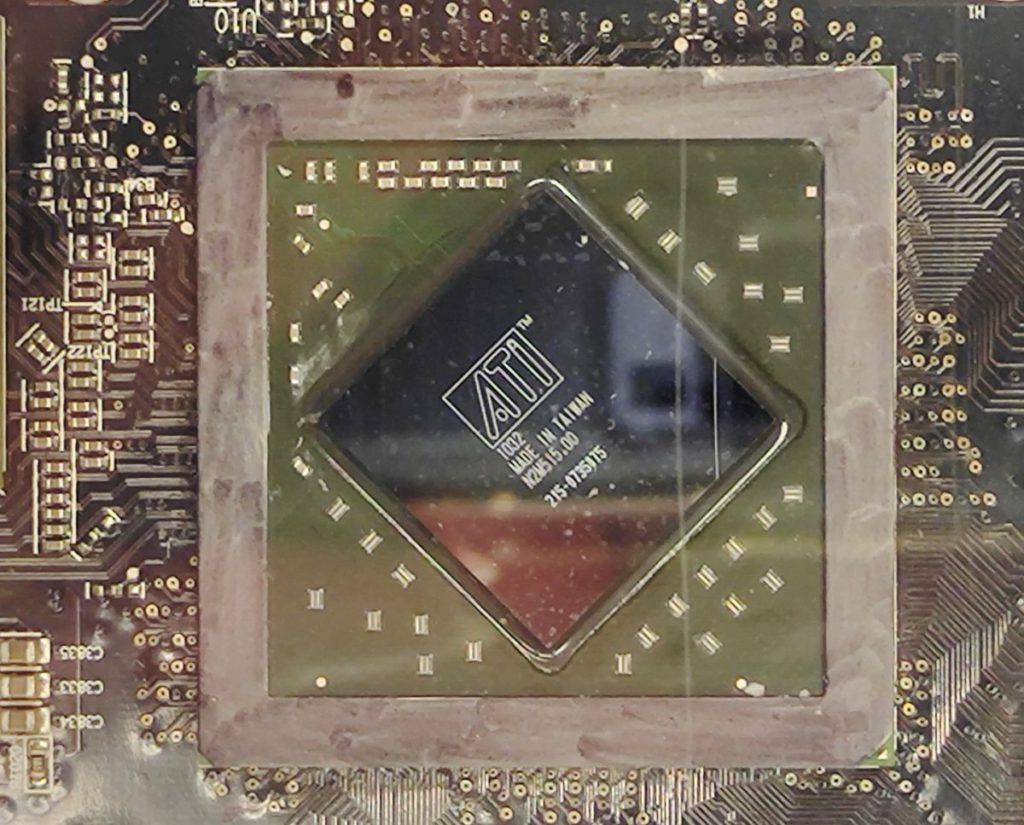 ATI GPU清晰可見,包括「215-0735075」的編號。