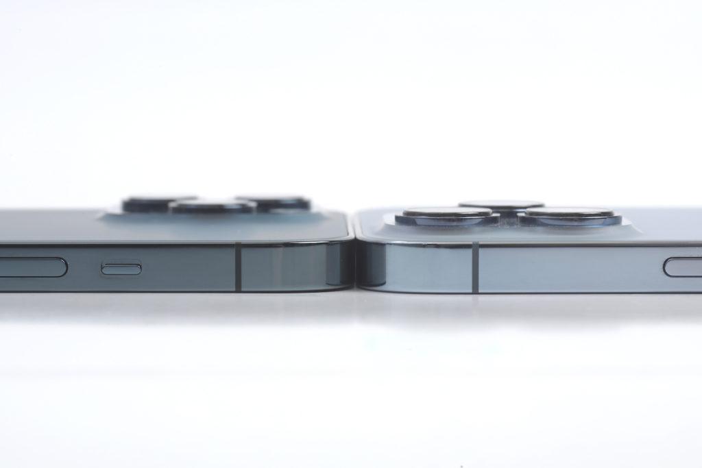 iPhone 13 Pro Max 數字上是略厚於上代,但肉眼看其實差不多。