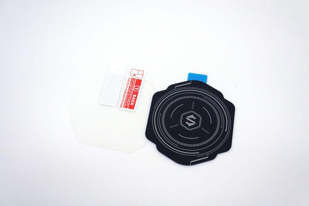 手機或其他裝置沒有磁吸功能的話,可配合附送的導熱磁吸片使用,令散熱器可吸實。