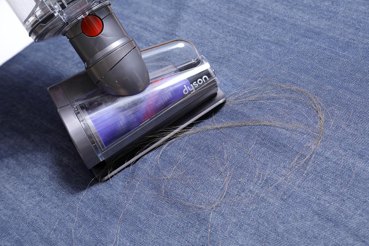 這個全新的防纏結螺旋吸頭,能將毛髮吸入集塵筒而不會纏繞於吸頭之中,方便又衞生。