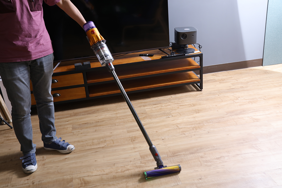 V12 Detect Slim 只有 2.2kg 重,使用時更輕鬆。