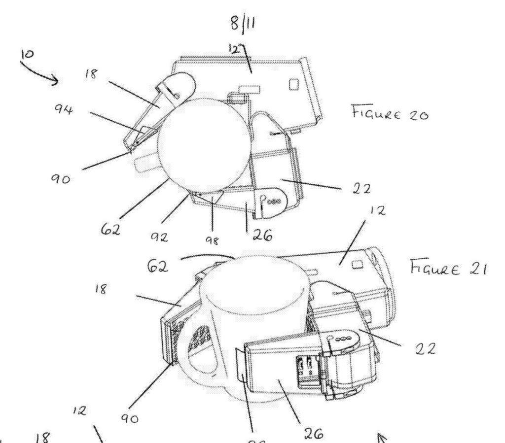 機械手內側有很多凸觸,「指尖」有兩個活動的夾子可以輔助夾緊物件。