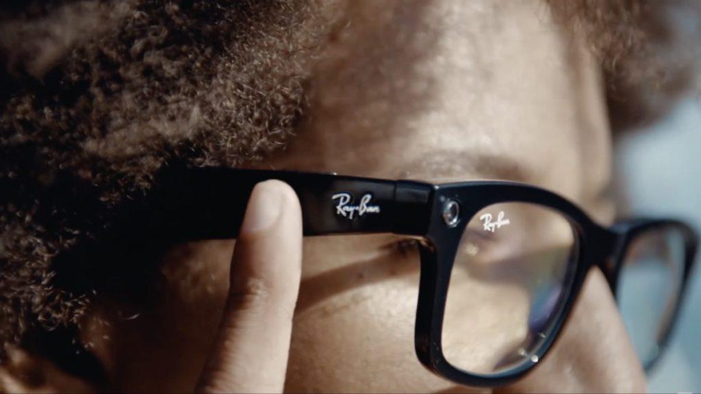 眼鏡臂側邊可觸控控制音量和接聽電話。
