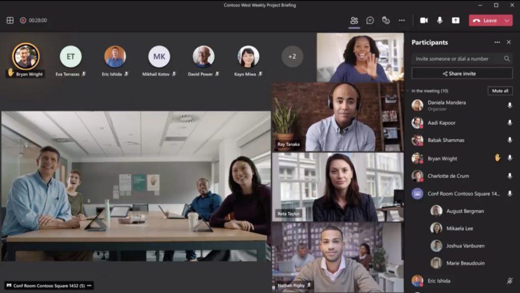 智能鏡頭同時串流會議室全景和個別與會者的影像。