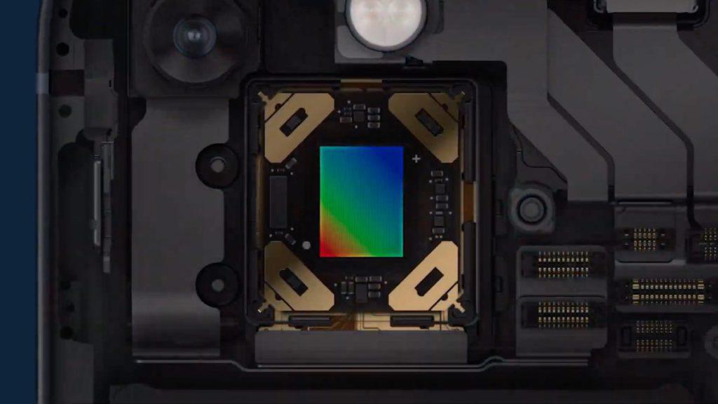 iPhone 12 Pro Max 引入的感應器位移光學防震下放到 iPhone 13/13 mini 。