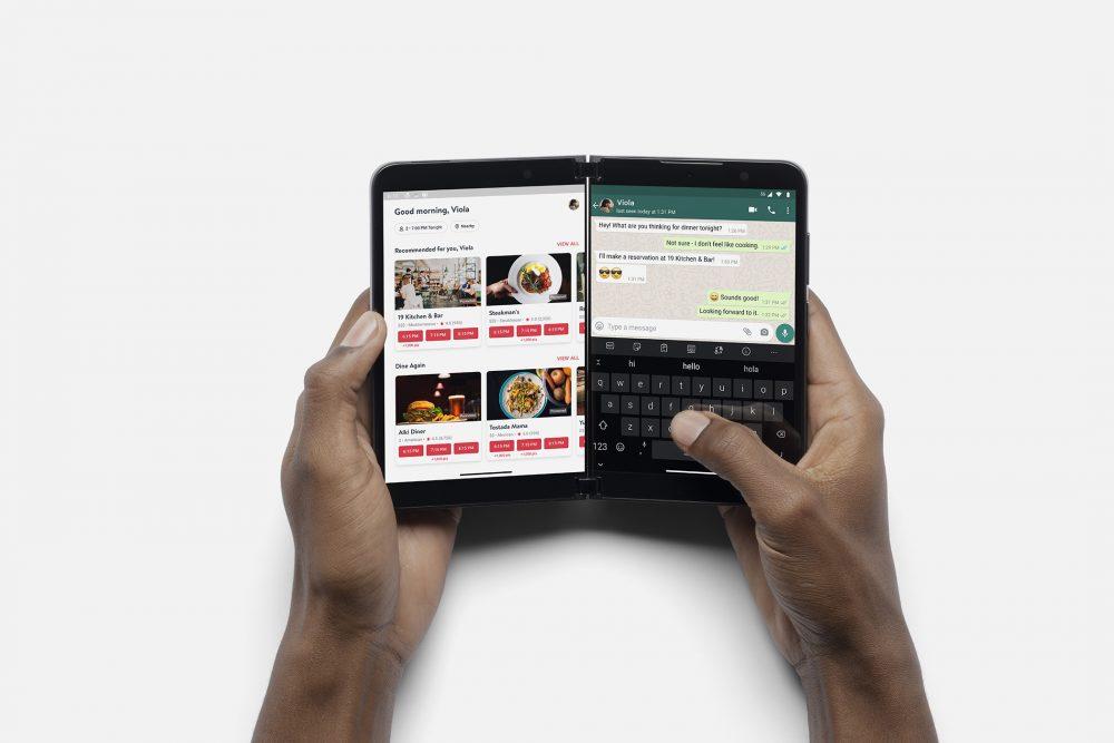 兩個「PixelSense」AMOLED 屏幕各為 5.8 吋並支援 90Hz 更新率。