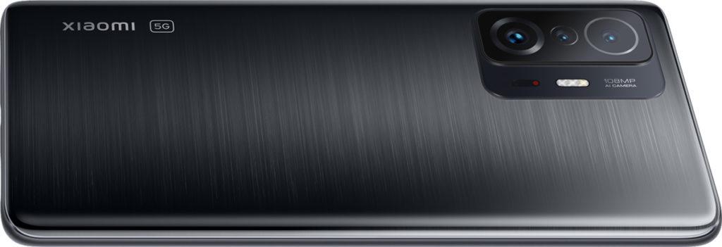 小米11T 使用 MTK Dimensity1200-Ultra處理器及具備8GB RAM與最多256GB ROM,屏幕方面與小米 11T Pro 一樣但不支援Dolby Vision,至於三鏡主攝也同小米11T Pro睇齊。
