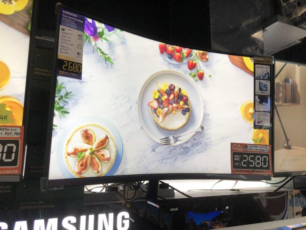 1000R的Samsung芒雖僅有1,080p,但包圍感絕對出色。
