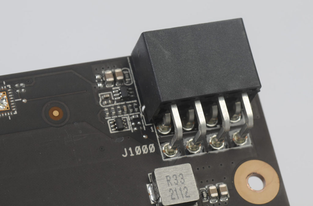 RX 6600 卡只要 8pin PCI-E Power Connector 即可