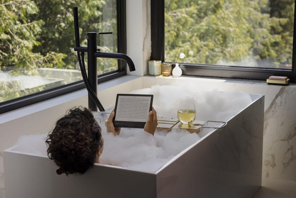 兩款電子閱讀器同樣具備 IPX8 防水規格,浸浴時睇書就不怕入水損壞。