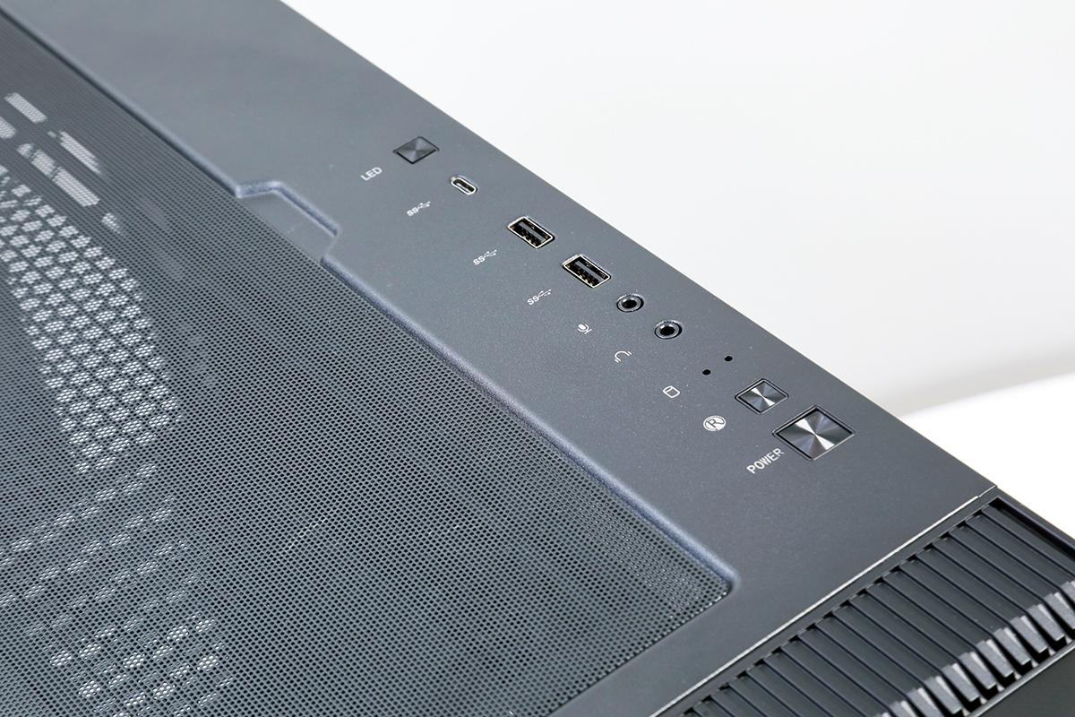 I/O 埠支援前置 20Gbps 的 USB 3.2 Gen2x2 Type-C 介面。