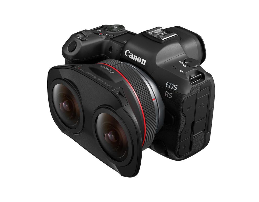RF5.2mm F2.8 L DUAL FISHEYE 可以將分別從左右鏡頭進入的光線紀錄在一片 CMOS 感光元件上,配合 EOS R5 無反全片幅相機,可以 8K 解像度拍攝 180 度視角的 3D VR 影片。