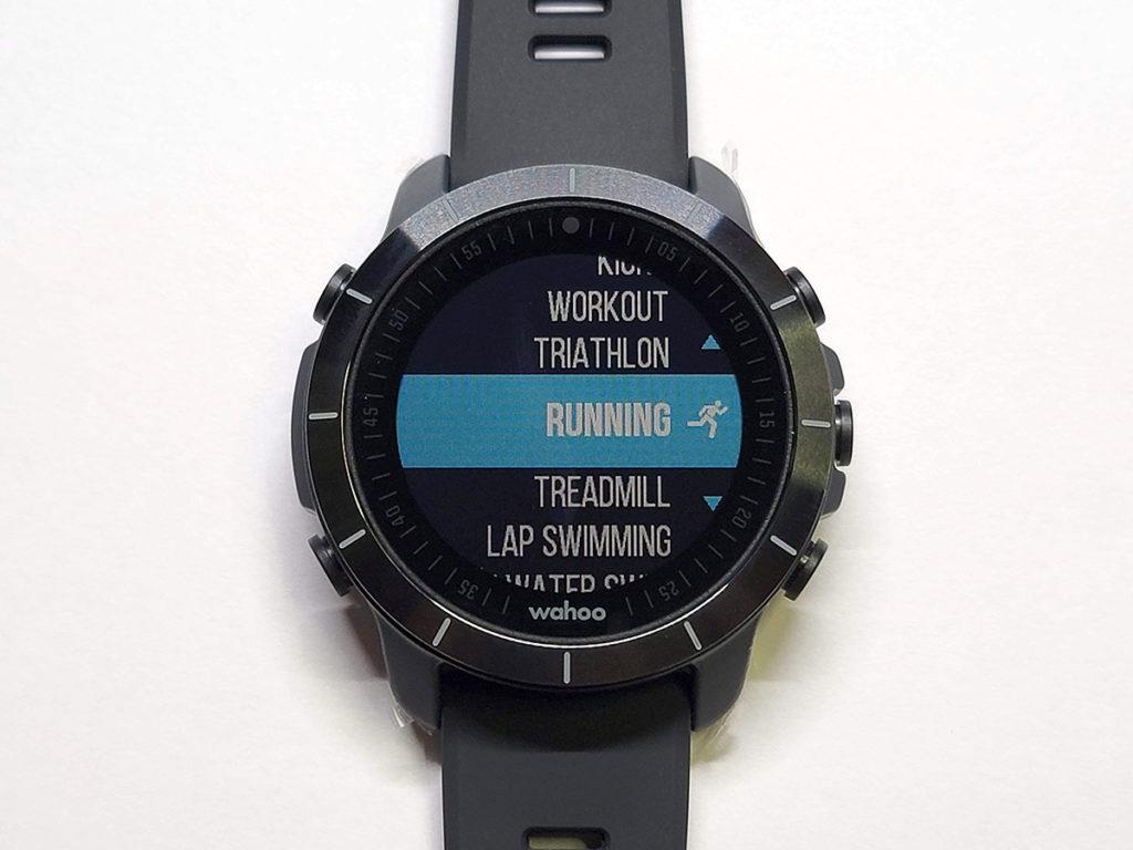 具備豐富的運動模式可以選擇,由跑步、踩單車、室內游泳、Open Water至 YOGA 都有。